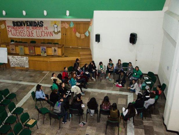 rsz_lylia-mujeres-mesa_completa