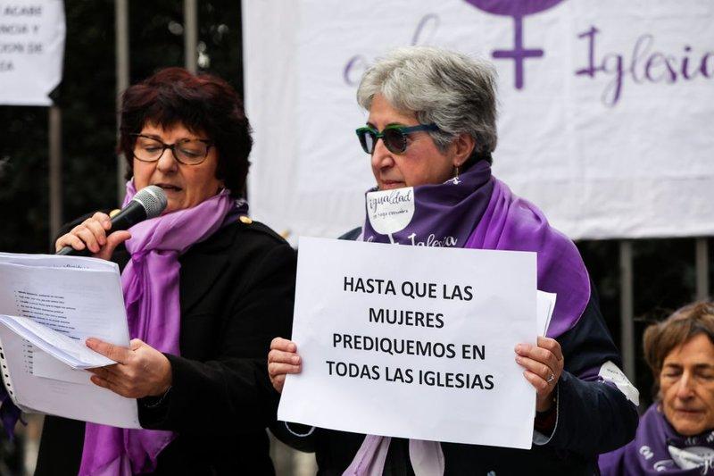 rsz_olvera-iglesia-mujeres2